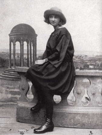 the young Marie-Thérèse .