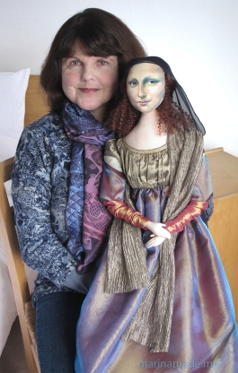 Marina with her Mona Lisa muse. Mona Lisa muse sculpted in textiles by Marina Elphick.
