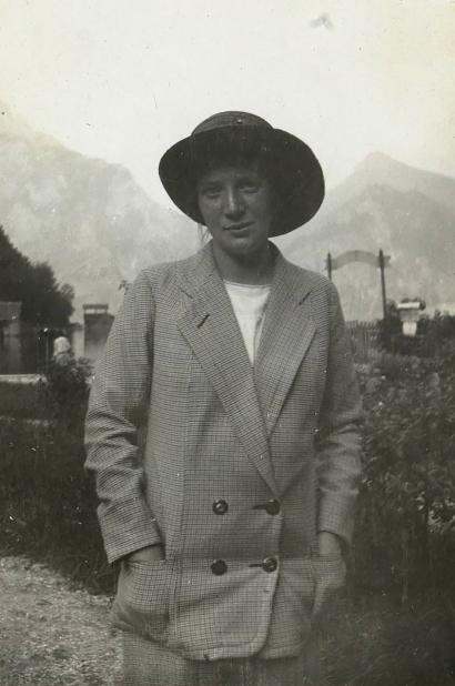 Photo of Wally Neuzil, Egon Schiele's model and muse.