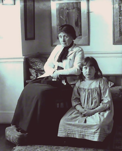 Georgiana Burne-Jones with her granddaughter, Angela Thirkell, 1895.
