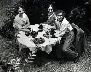 Chagall en famille, Paris 1933 -by André Kertész