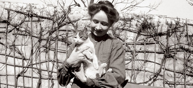 Gabriele Münter with cat.