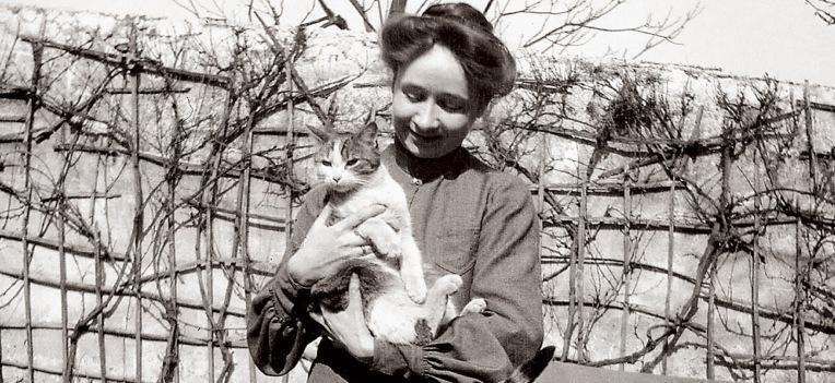 Gabriele Münter with cat.