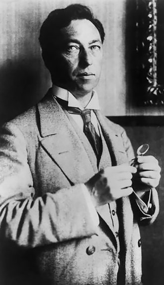 Kandinsky, photograph by Gabrielle Münter, 1913.